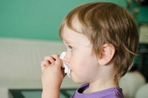 Кровь из носа у ребенка причины первая помощь лечение