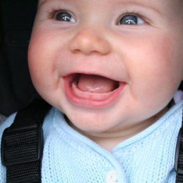 У ребенка режутся первые зубки — как понять и помочь малышу: симптомы и состояние здоровья, способы обезболивания