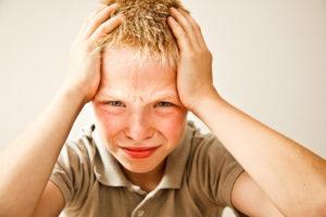 Головная боль и тошнота у ребенка: причины, что делать и как лечить? Головная боль с рвотой у ребенка, в чем причина?