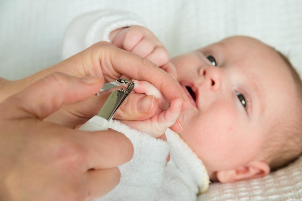 Уход за ногтями ребенка Как правильно подстригать ногти новорожденному ребенку