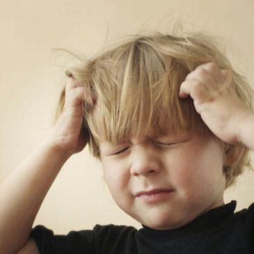 Ребенок очень сильно ударился головой: на что обратить внимание, что делать?