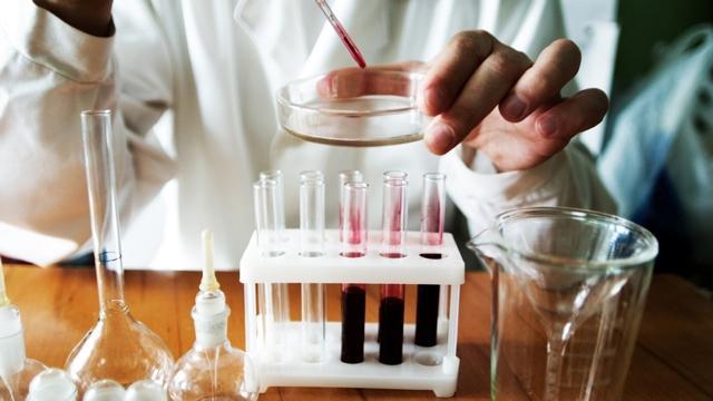 У ребенка в крови повышенное содержание нейтрофилов: что это значит, какие могут быть причины и что делать?
