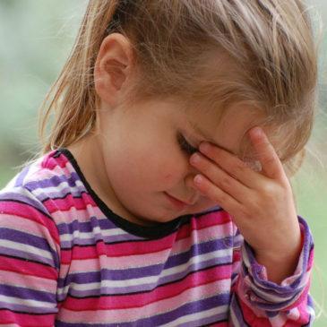 У ребенка очень часто болит голова в области лба, висков, на затылке: какие причины головной боли и что делать?