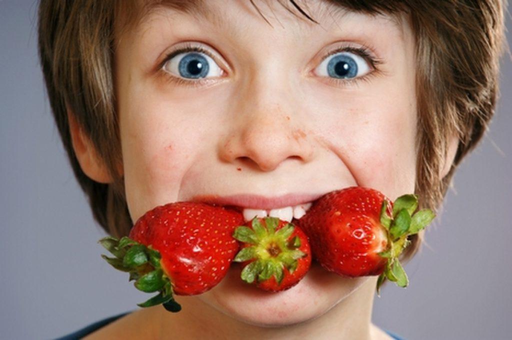 Симптомы и лечение аллергии у ребенка на клубнику черешню землянику и другие ягоды