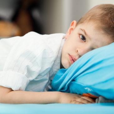 Болит левый бок у ребенка: что это может быть и что делать, чтобы унять боль в животе слева?
