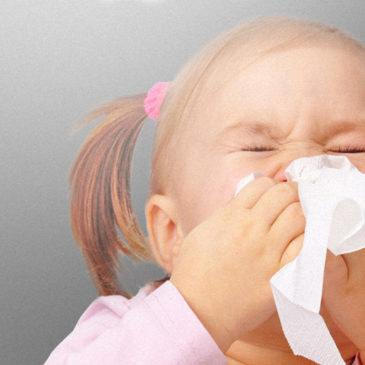 Симптомы и лечение аллергии на пыль у грудничков и детей постарше: как проявляет себя пылевой клещ и что нужно делать?