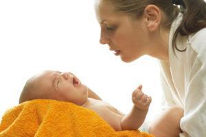 Болит животик у грудничка что делать и как помочь ребенку