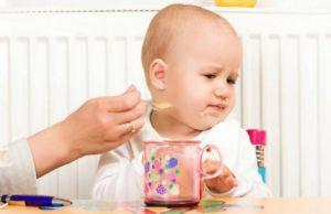 Почему новорожденный какает пеной