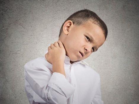 Болит шея у ребенка – как помочь малышу? Что делать если у ребенка болит шея? - Автор Екатерина Данилова
