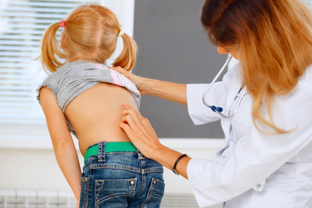 Опасность развития сколиоза у детей и методы лечения патологии