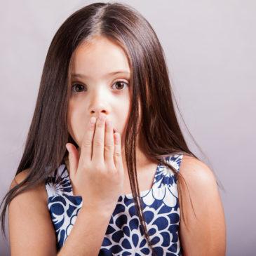 Почему у ребенка появляется неприятный или странный запах изо рта: причины и лечение