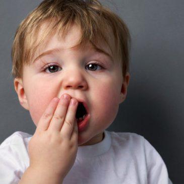 Что делать, если у ребенка болят зубы: какими лекарствами и народными средствами можно обезболить в домашних условиях?