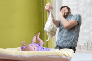 У новорожденного понос зеленого цвета