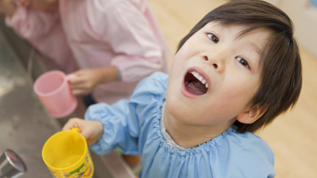 Ангина у детей. Чем можно полоскать горло ребенку? Как и с чем делать ингаляции?
