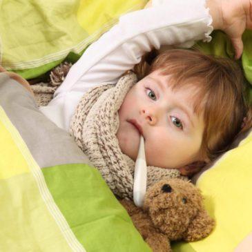 Как в домашних условиях остановить сильный кашель у ребенка аптечными и народными средствами?