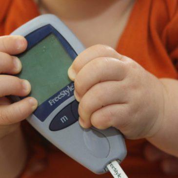Особенности протекания и лечение сахарного диабета у детей: признаки и симптомы, причины, диагностика и профилактика