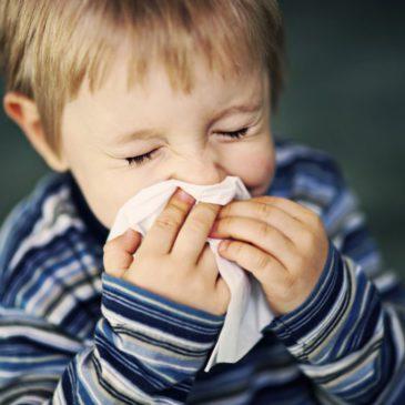 Заложенность носа: как лечить ребенка, какие препараты и народные средства применить?