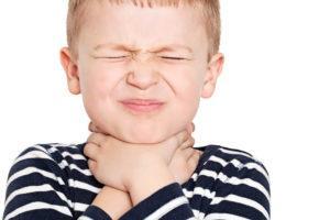 Сопли в горле у ребенка как лечить