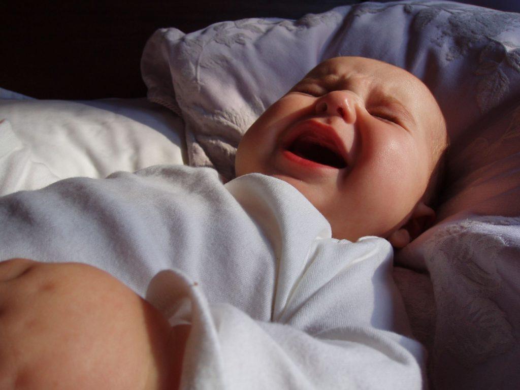 Ребенок плохо спит ночью и часто просыпается – что делать?