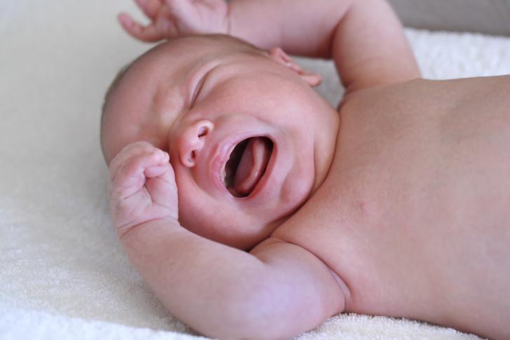 Газики у новорожденных при грудном вскармливании: почему грудничок часто пукает и что делать?