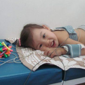 Электрофорез грудничкам и детям старше года: показания и противопоказания, выполнение в домашних условиях, растворы