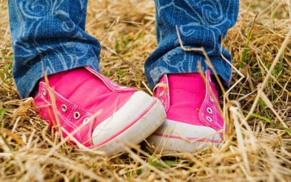 Почему у ребенка болят пятки и больно на них наступать