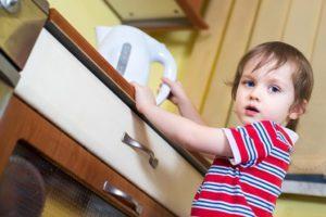 Ожог у ребенка: первая помощь, что делать в домашних условиях и как лечить?