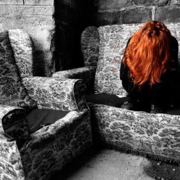 Почему у подростка может появиться депрессия, какими симптомами она выражается, как помочь ребенку выйти из нее?