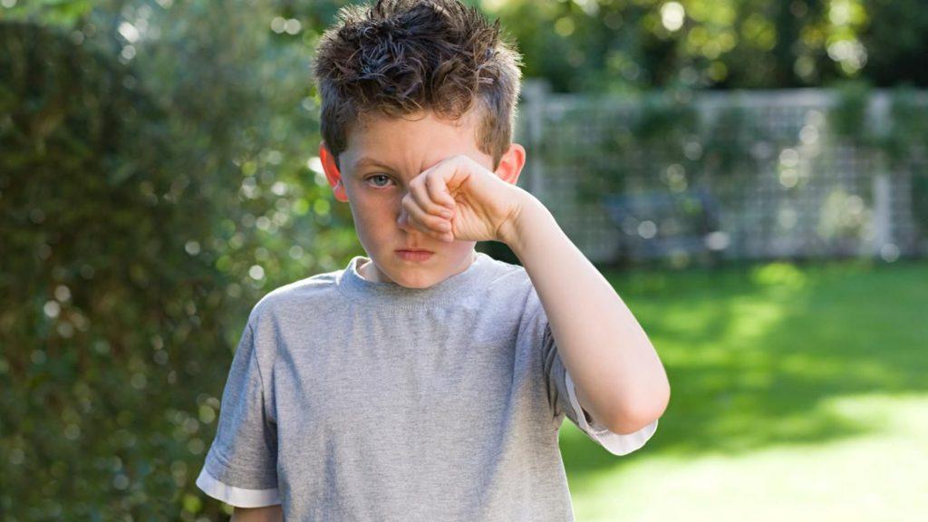 У ребёнка чешутся глаза: причины и лечения