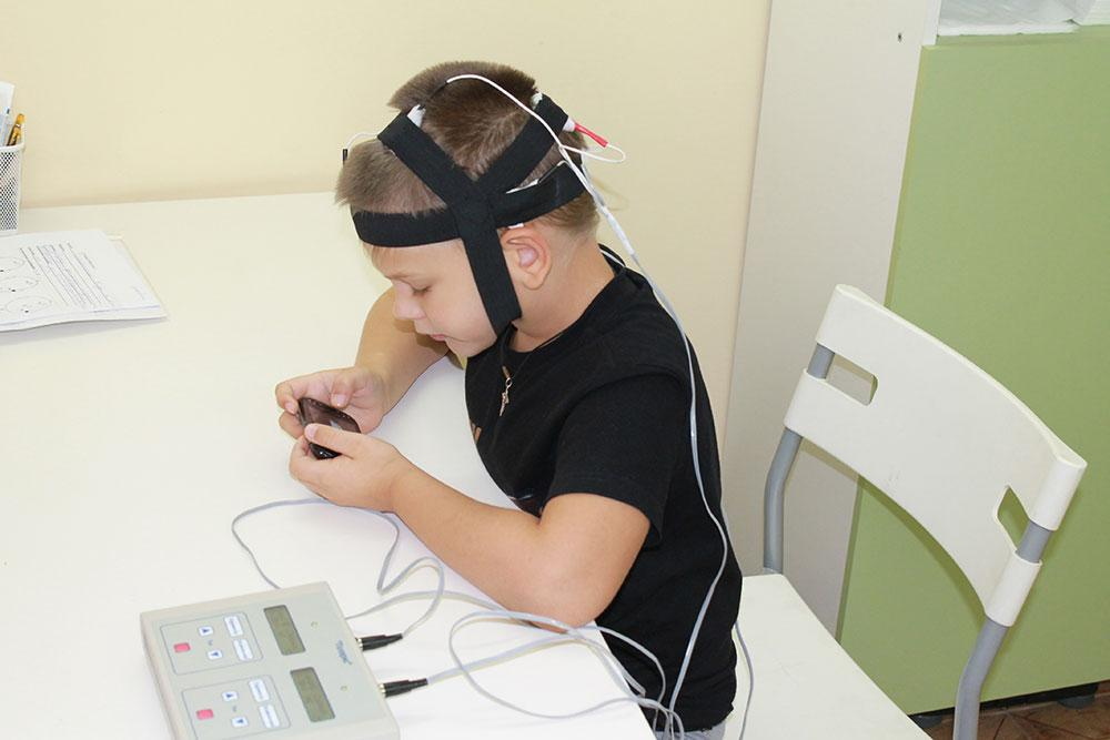 Процедура микрополяризации для лечения неврологических отклонений головного мозга
