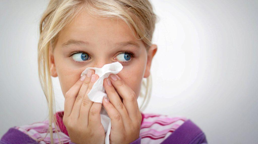 Можно ли делать прививку АКДС при насморке если режутся зубки?