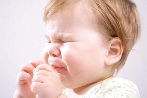 Ребенок засунул в нос предмет. Ребенок засунул в нос семечку, что делать? Как отличить от насморка