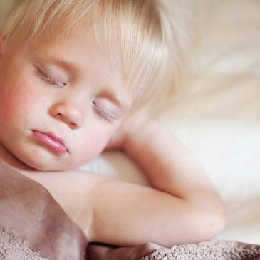 Причины, по которым ребенок во сне сильно скрипит зубами: что это значит, нужно ли лечить и какое мнение Комаровского?