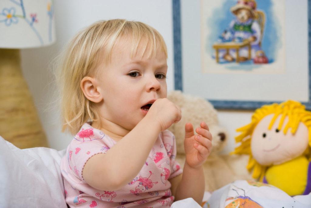 Кашель по утрам у ребенка — это нормально или симптом заболевания? Ребенок кашляет после сна: причины и решение проблемы
