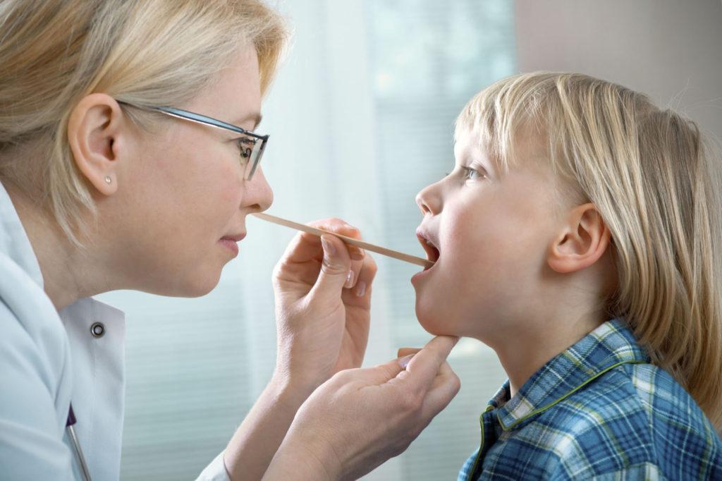 Как лечить стафилококк в горле правильно - мнение педиатра