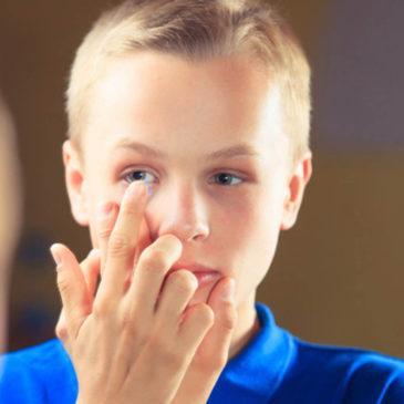 Со скольки лет ребенку можно носить контактные линзы: с какого возраста подбирают приспособления для коррекции зрения?